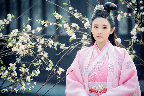 唐艺昕收到剧迷中二劝学 劝傻师姐接受李易峰